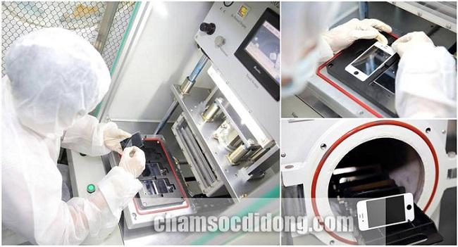 Đội ngũ nhân viên thay màn hình, mặt kính cảm ứng với công nghệ cao.