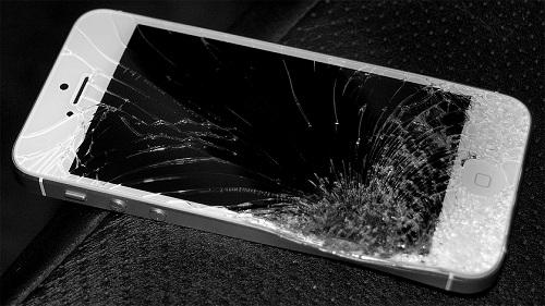 Bạn phải làm thế nào khi màn hình, mặt kính iPhone 5 bị vỡ bể ?