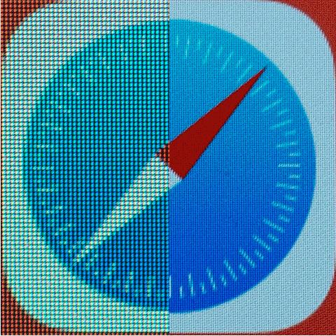 """Phóng to màn hình iPad Air (trái) và màn hình iPad Mini 1,2,3 Retina(phải). Có thể thấy mật độ điểm ảnh của iPad mini Retina cao hơn so với người anh em """"to lớn""""."""