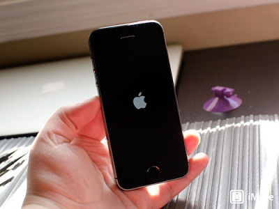iphone-5s-power-on-hero-3535-1390622135