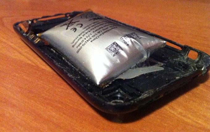 sua-pin-iphone-5-bi-phong-tphcm