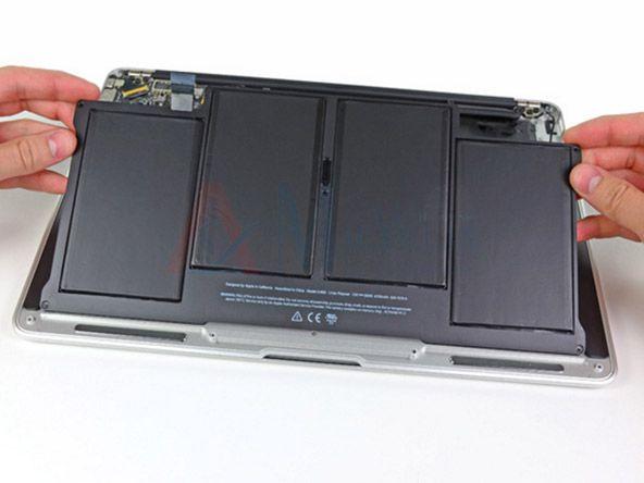Thay pin Macbook Pro 2011 khi gặp lỗi nhanh hết pin